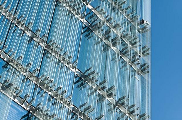 detalle de construcción de fachada de cristal