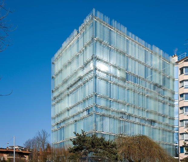 fachada de cristal en edificio rehabilitado