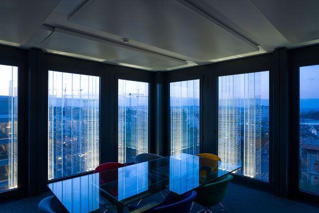 despacho de oficinas con fachada de cristal
