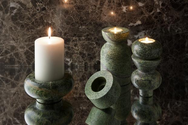 portavelas y candelabros mármol verde Tom Dixon diariodesign