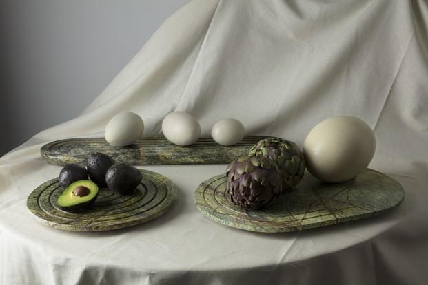 bodegón alcachofa y aguacate mármol verde Tom Dixon diariodesign