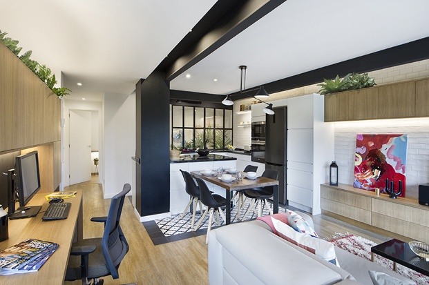 piso barcelona cocina con zona de estudio
