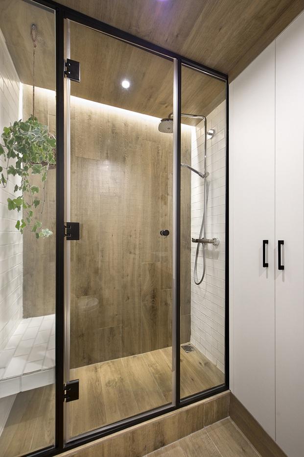 ducha de revestimiento de madera