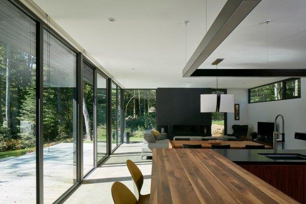 cabaña moderna en un lago del quebec hecha por paul bernier salon cocina diariodesign