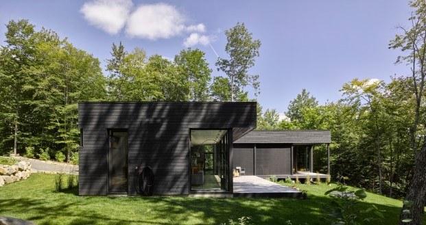 cabaña moderna en un lago del quebec hecha por paul bernier diariodesign