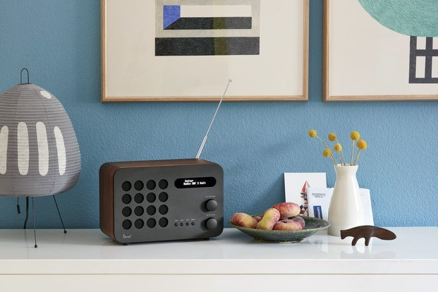 eames radio en madera de nogal diariodesign