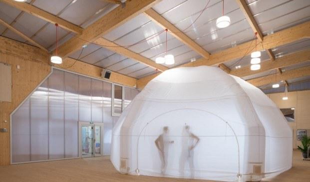 estructura inflable maison du projet economía circular diariodesign