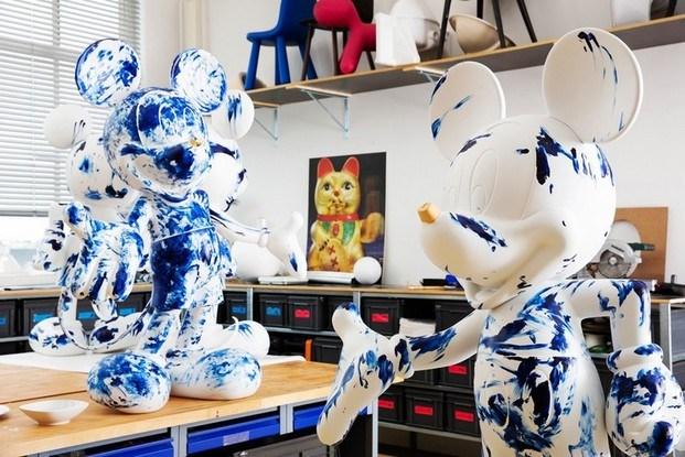 Esculturas azules Mickey Mouse en taller estudio Marcel Wanders Leblon Delienne diariodesign