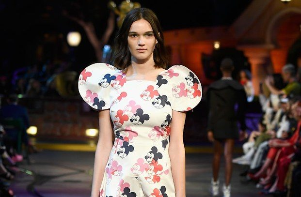 Desfile pasarela Mickey Mouse Opening Ceremony diariodesign