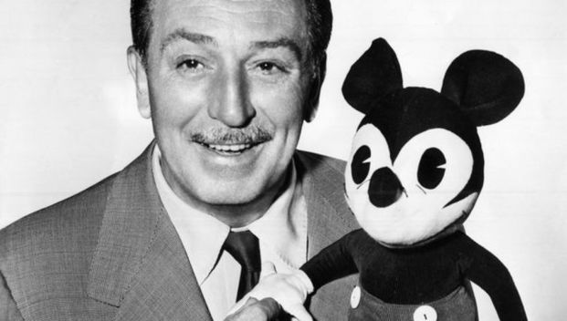 Walt Disney y primer Mickey Mouse peluche diariodesign