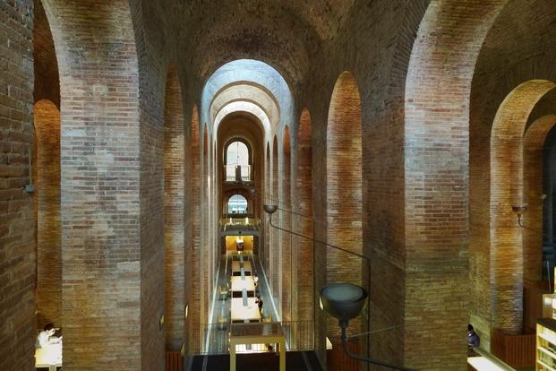 Interior biblioteca depósito Barcelona diariodesign