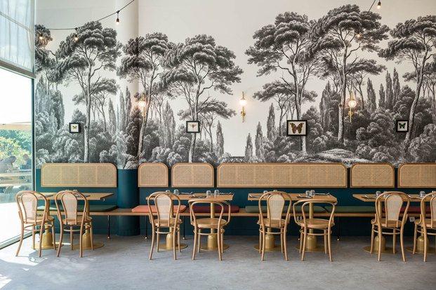 Restaurante retro pared papel pintado Brasserie árboles blanco y negro Camille diariodesign