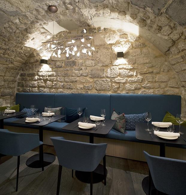 mesas y sillas bodega restaurante en París yoshinori diariodesign