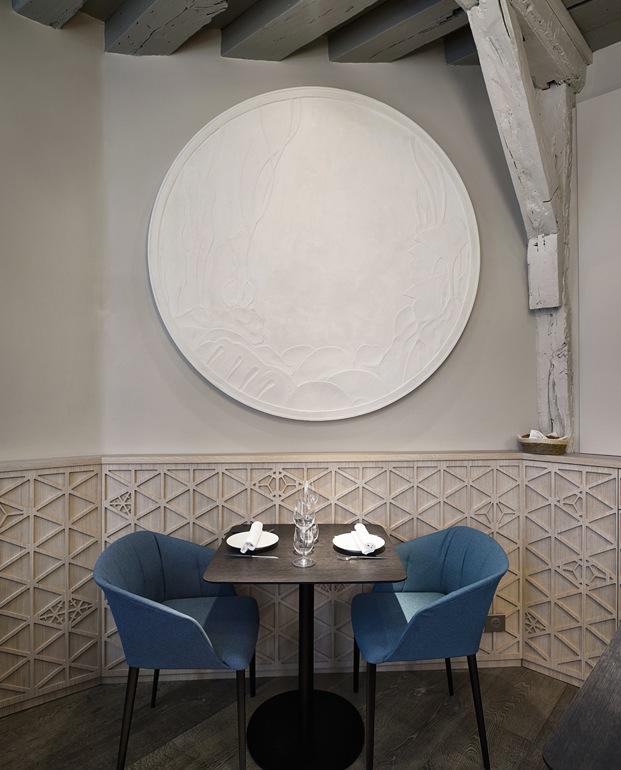 mesa y sillas restaurante en París yoshinori diariodesign