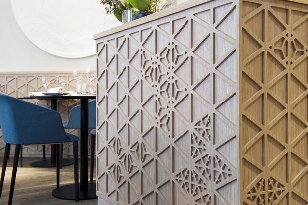 panel de madera restaurante en París yoshinori diariodesign