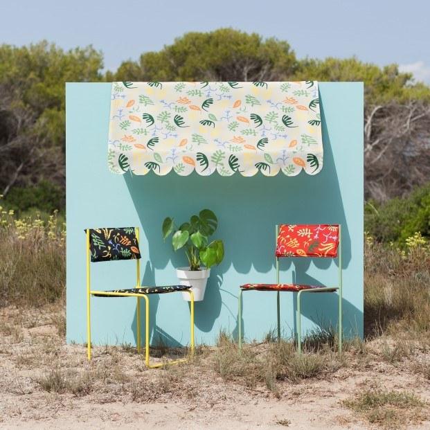 sillas tapizadas de colores diseño javier mariscal