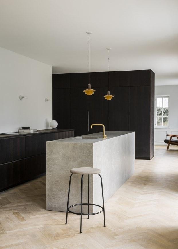 lámparas de poul henningsen en la cocina de norm architects diariodesign