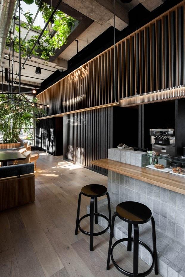 listones de madera en restaurante ryu westmount