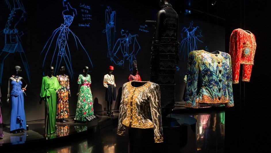 museo yves saint laurent proyecciones maniquíes diariodesign