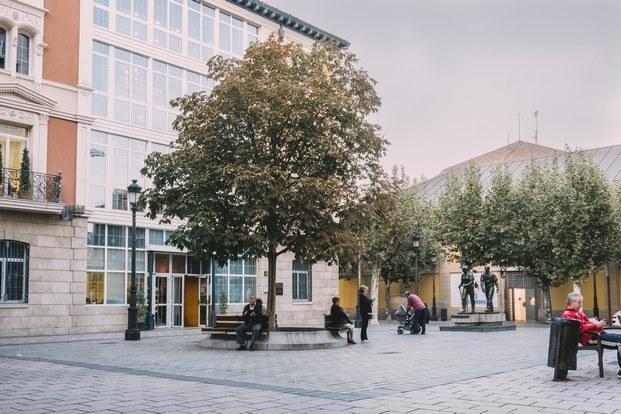 concursos de arquitectura concéntrico plaza escuelas trevijano diariodesign
