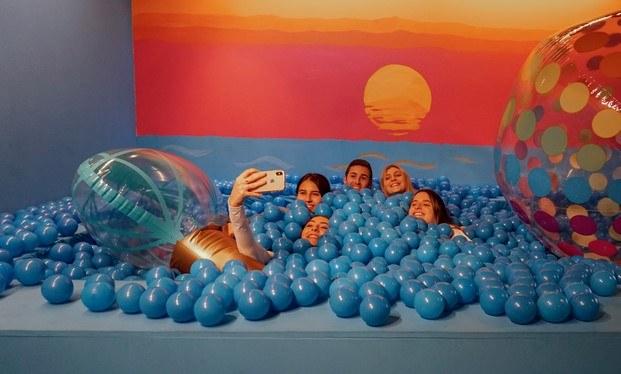 piscina de bolas colorama barcelona diariodesign