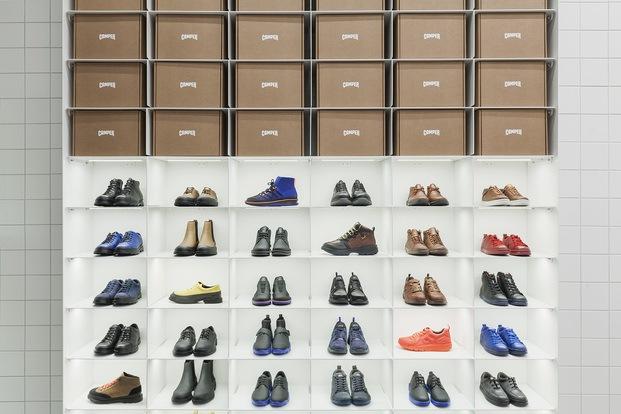 tienda Camper en Moscú Maxim Maximov. Exposición zapatos. diariodesign