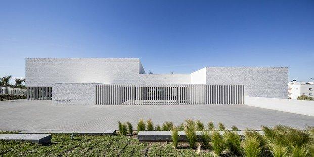 Edificio minimalista blanco Bestseller Malaga diariodesign