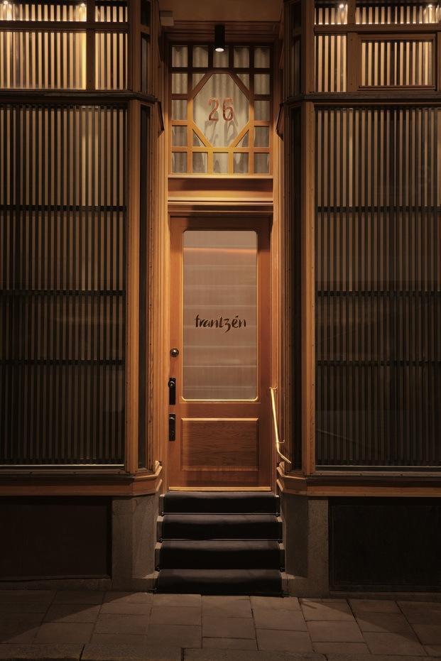 Puerta de entrada restaurante sueco Frantzen en Estocolmo diariodesign
