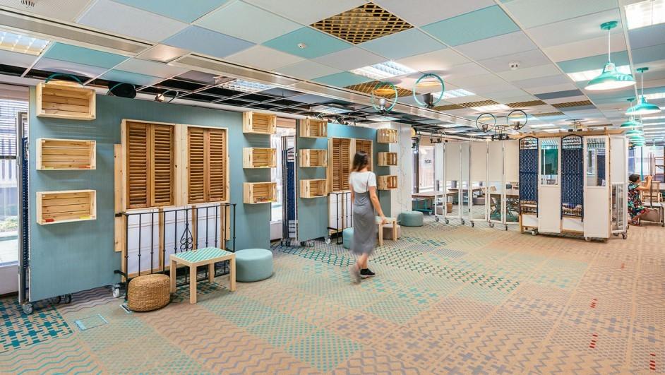 biombos de madera azul ventanas cajas