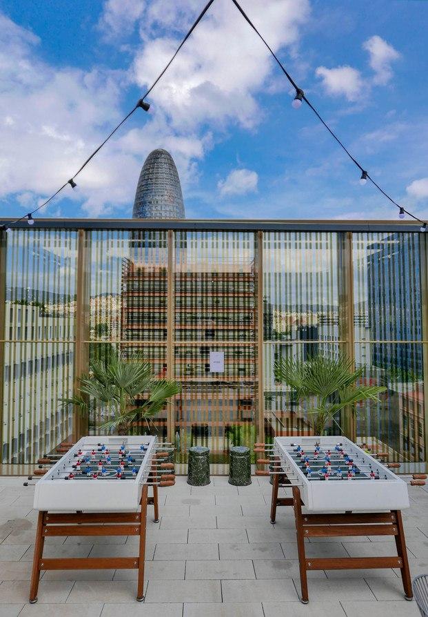 terraza con vistas torre agbar futbolines rs barcelona WeWork Glories Barcelona diariodesign