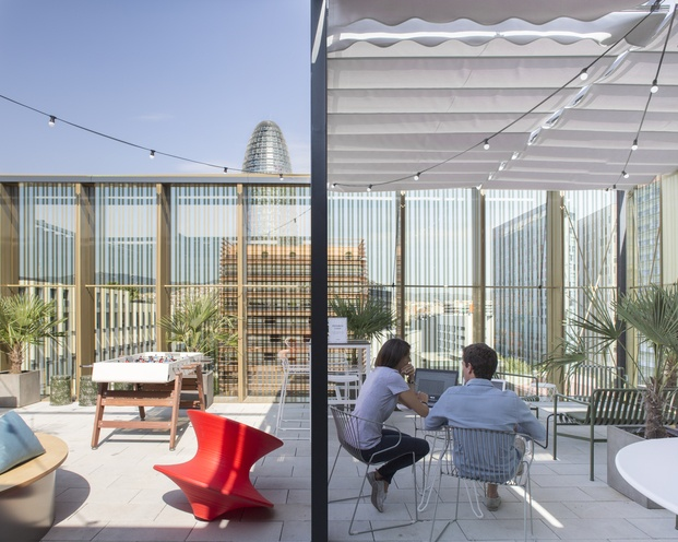 terraza wework glories oficinas de diseño