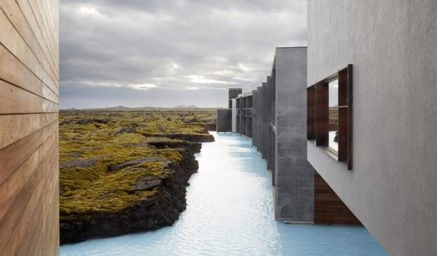 hotel en islandia blue lagoon retreat fachada paisaje hormigón madera lago