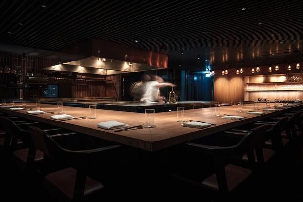 Barra de madera restaurante Frantzen Estocolmo diariodesign