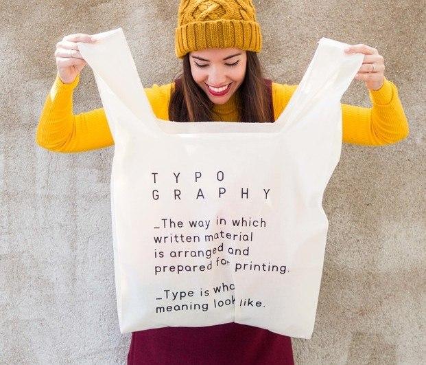 Maxi tote bag con letras estampadas