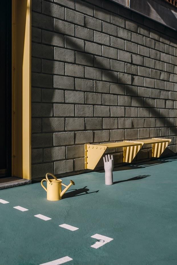 líneas delimitadoras campo y mobiliario amarillo comedor escuela venezuela