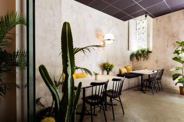 rare local de hamburguesas y cocteles de cosy barcelona diariodesign