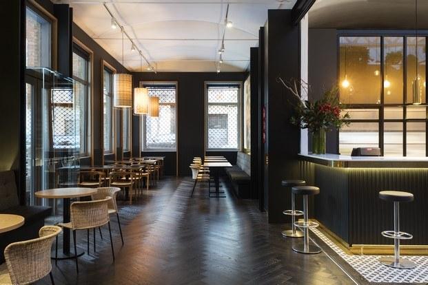 restaurante de caixaforum mesas y barra diariodesign
