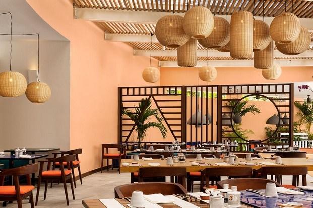 restaurante color naranja celosía madera camille walala