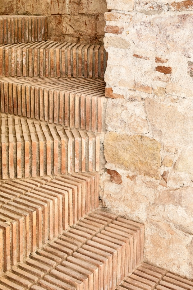 triplex en sant antoni valenti albareda tiana jose hevia diariodesign escalera