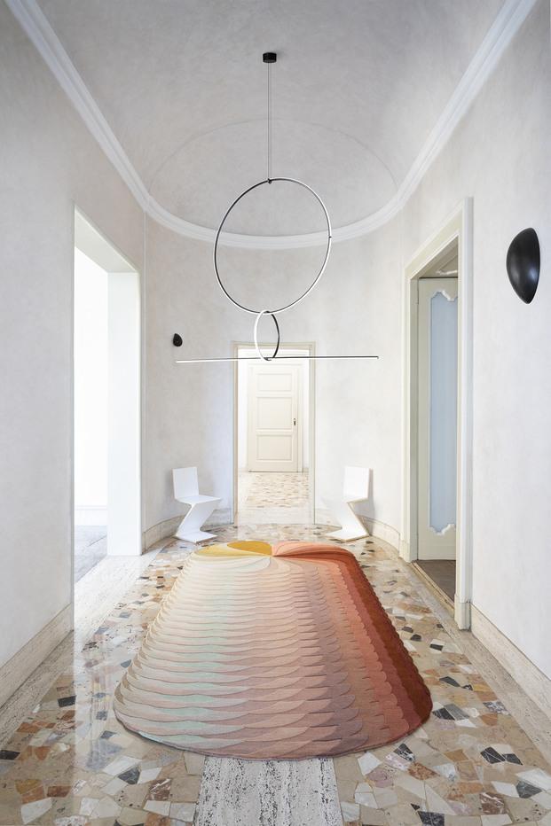 pasillo con alfombra de colores degradada patricia urquiola cc-tapis diariodesign