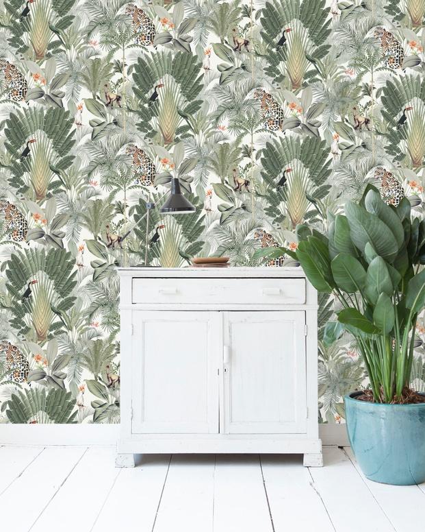 papel pintado de pared con plantas verdes tigres y tucanes diariodesign