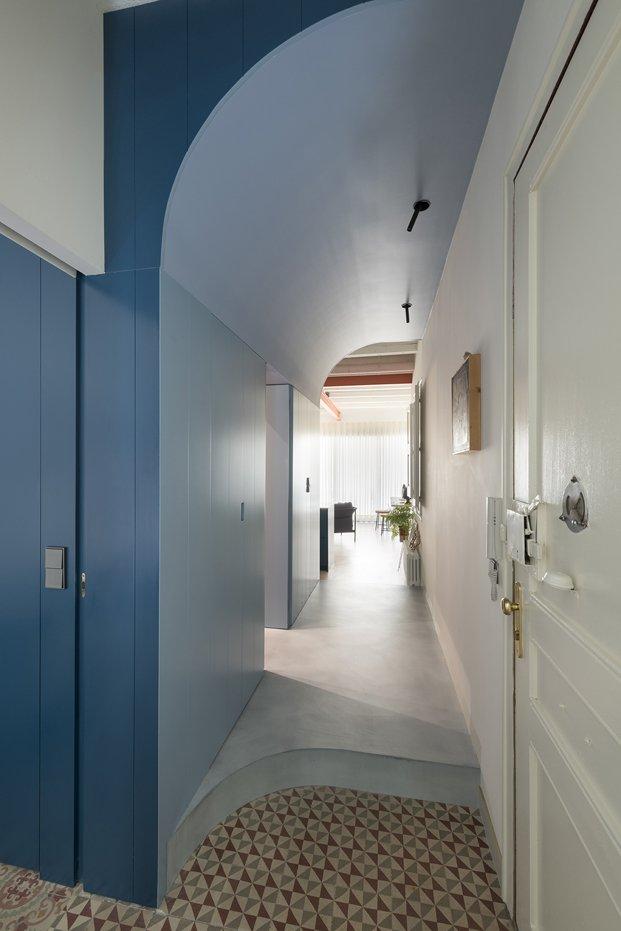 reformas apartamento modernista en sagrada familia con suelo hidráulico
