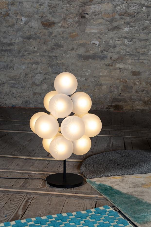 lámpra con esferas de vidrio soplado sebastian herkner pulpo diariodesign