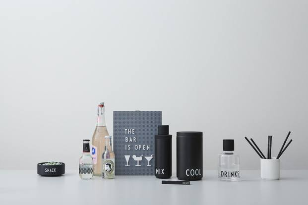 set de bar y tablero de letras disegn letters arne jacobsen diariodesign