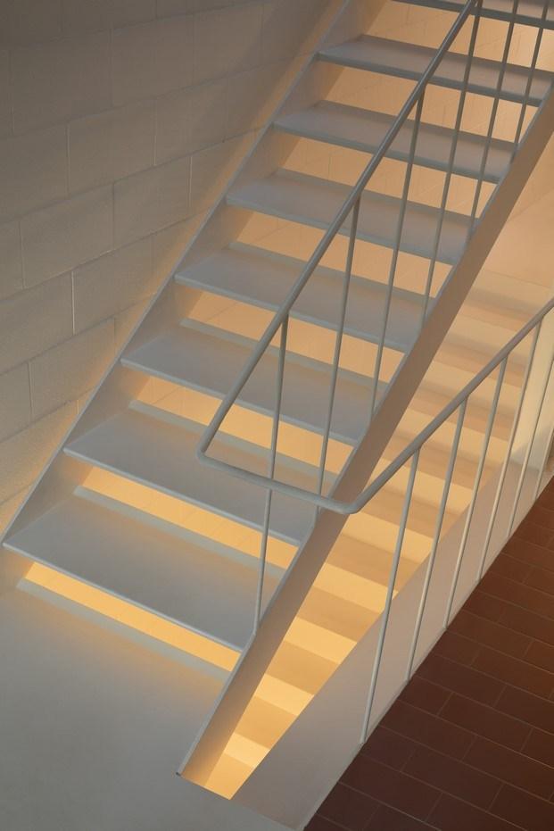 escalera casa frente al mar oab diariodesign