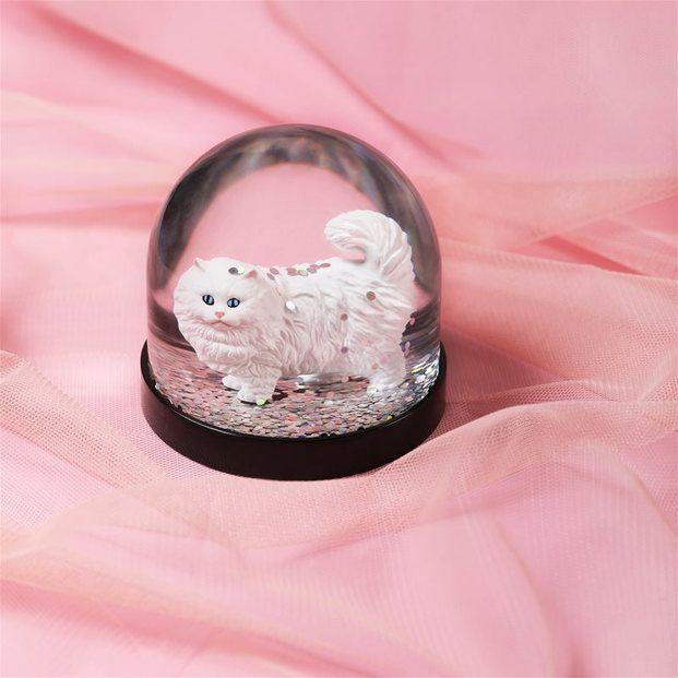 bola de nieve con gato purpurina brillo fondo tul rosa klevering diariodesign