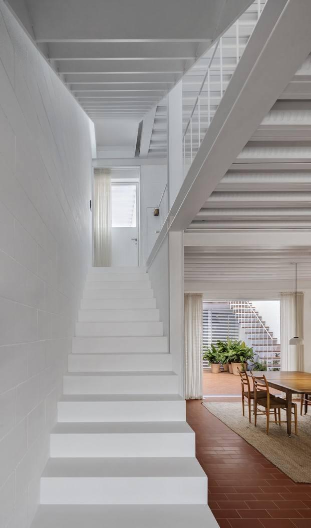 casa frente al mar escaleras cerámica diariodesign
