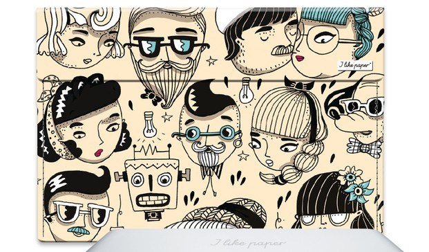 funda de ordenador con dibujos de amaya arrazola - diariodesign