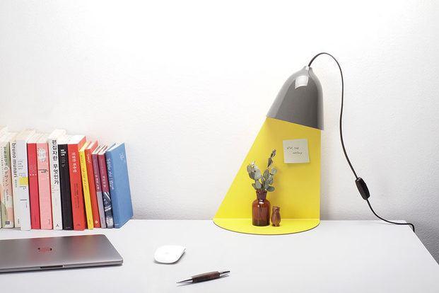 Luz de mesa de diseño con sombra amarilla - diariodesign