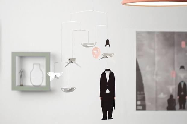 movil decorativo pájaros y cabeza de señor con bombin - diariodesign